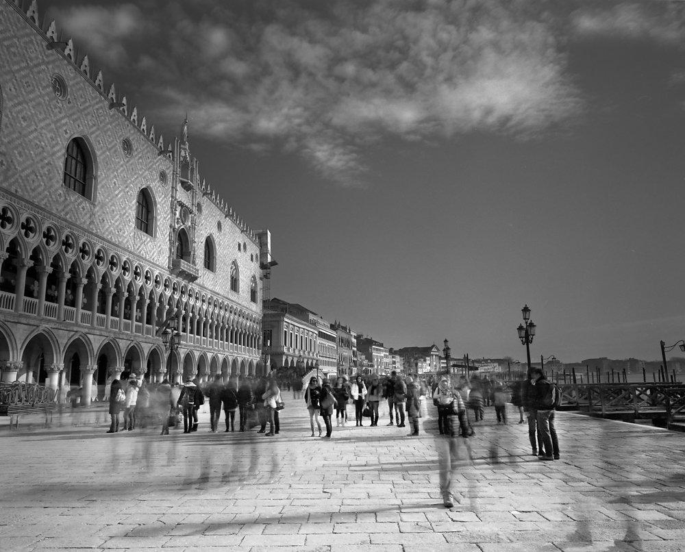 Venice-Feb-2013-Mamiya-7-029.jpg